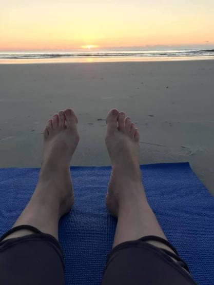 morning_yoga_beach
